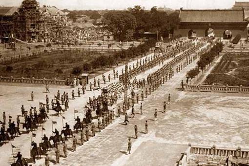 袁世凯不称帝的话中国会怎样?会是一代伟人吗?