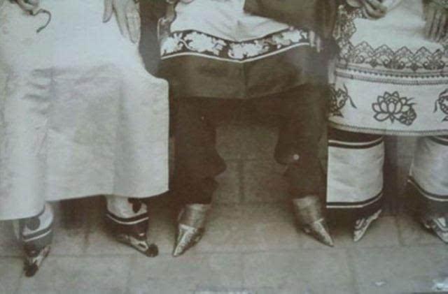 女人裹脚是什么时候出现的